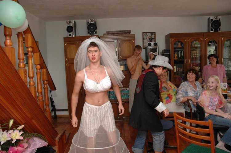 жену в свадебном платье-пе1